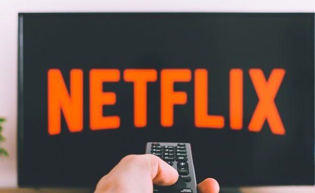 ¿Por qué podemos ver una serie 8 hrs seguidas y no una película de 8 hrs?